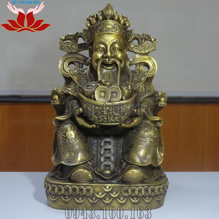 Chi tiết hình ảnh tượng Thần Tài ôm thỏi vàng mặt trước