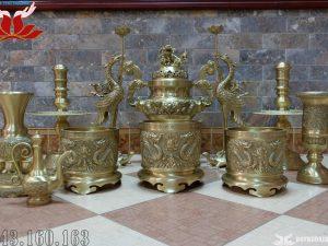 Bộ đồ thờ 12 món đỉnh đồng đúc nổi hình song long chầu nguyệt – Màu vàng mộc